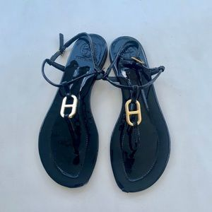 Lightly worn Tory Burch thong sandals w gold logo